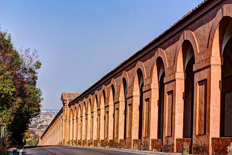 Bologna vista dall 39 alto in otto tappe for Aggiornare le colonne del portico